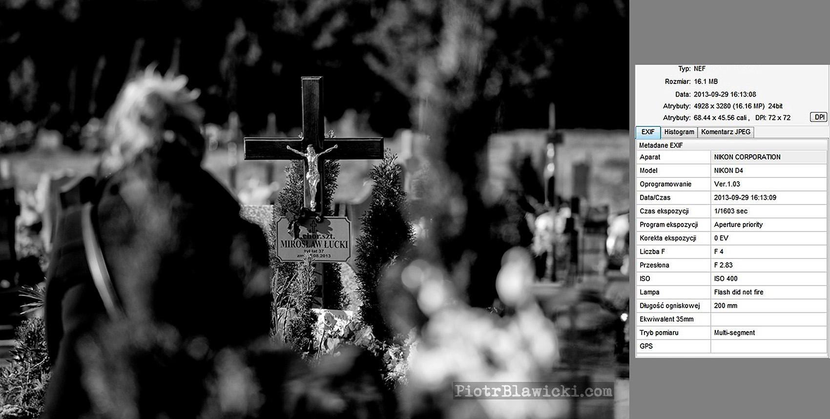 miesiąc po pogrzebie komandosa, przy grobie żona Beata. Lubliniec, 29 września 2013